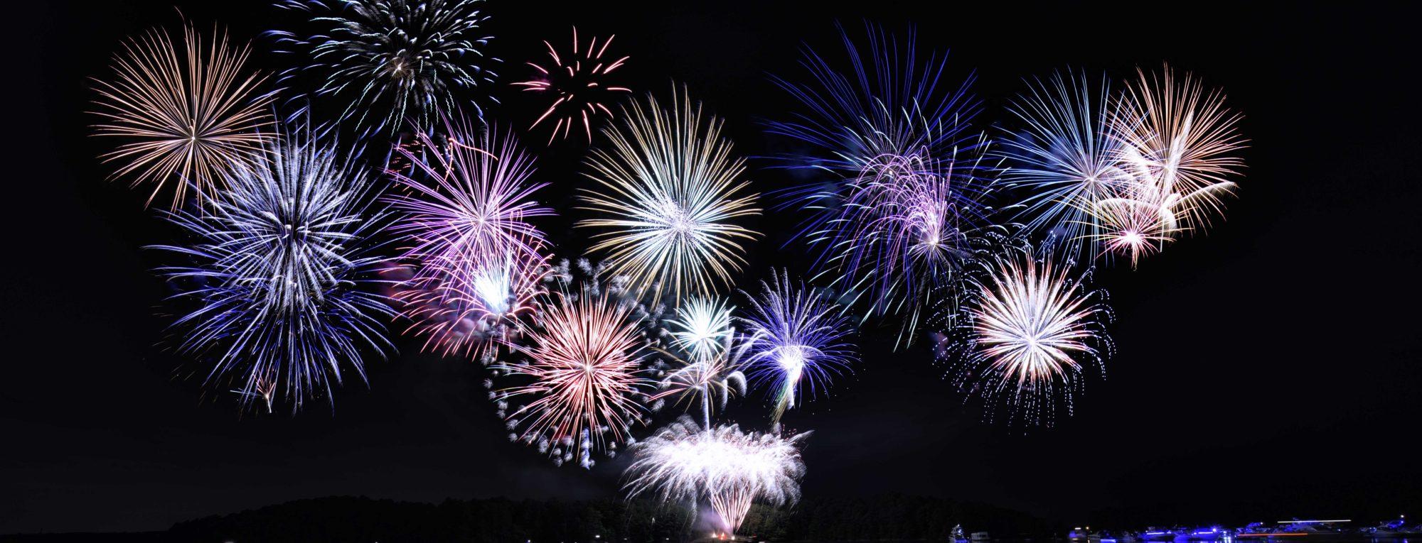 cropped-Fireworks-at-Lake-Lanier-Islands-SunsetCove.jpg